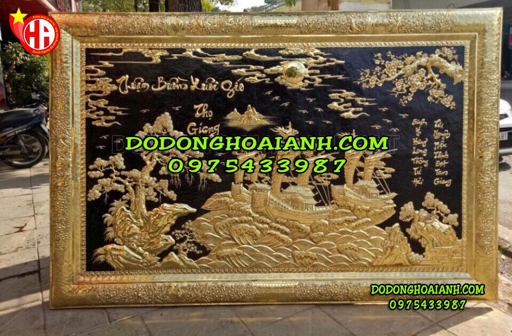 Bức tranh khung bọc đồng được làm rất tinh xảo và tỉ mỉ. Sản phẩm được cơ sở Hoài ÁNh chế tác và sản xuất