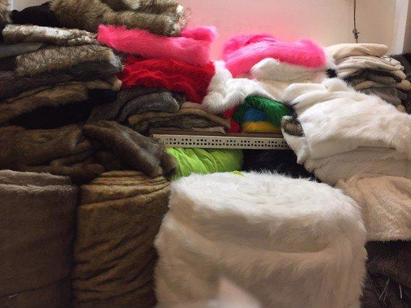 """Vải lông thú-vật liệu chủ yếu để làm phần """"da"""" bên ngoài gấu bông khổng lồ"""