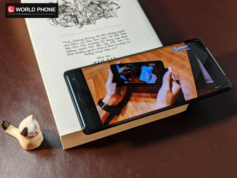 Sony Xperia XZ3 mỏng nhẹ hơn hẳn so với người tiền nhiệm Sony XZ2