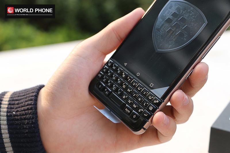 Bàn phím cứng cảm ứng giống Blackberry Priv tiền nhiệm
