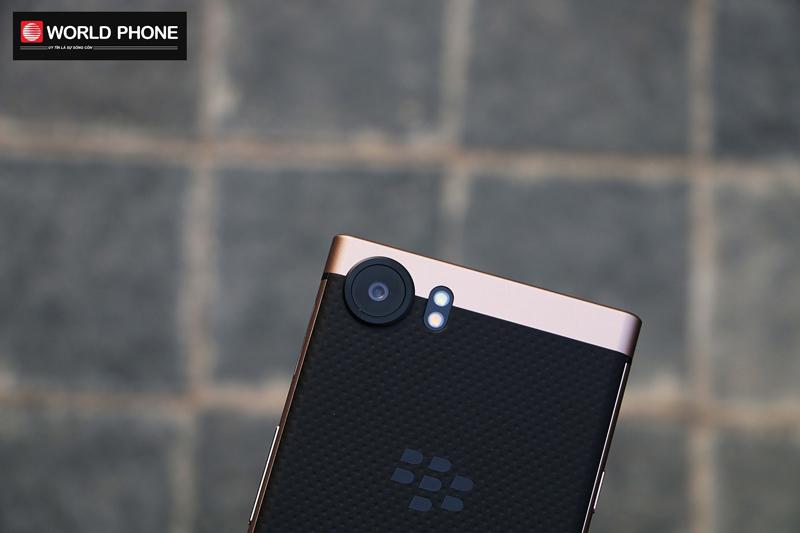 Thiết kế camera khá độc đáo của Blackberry KeyOne