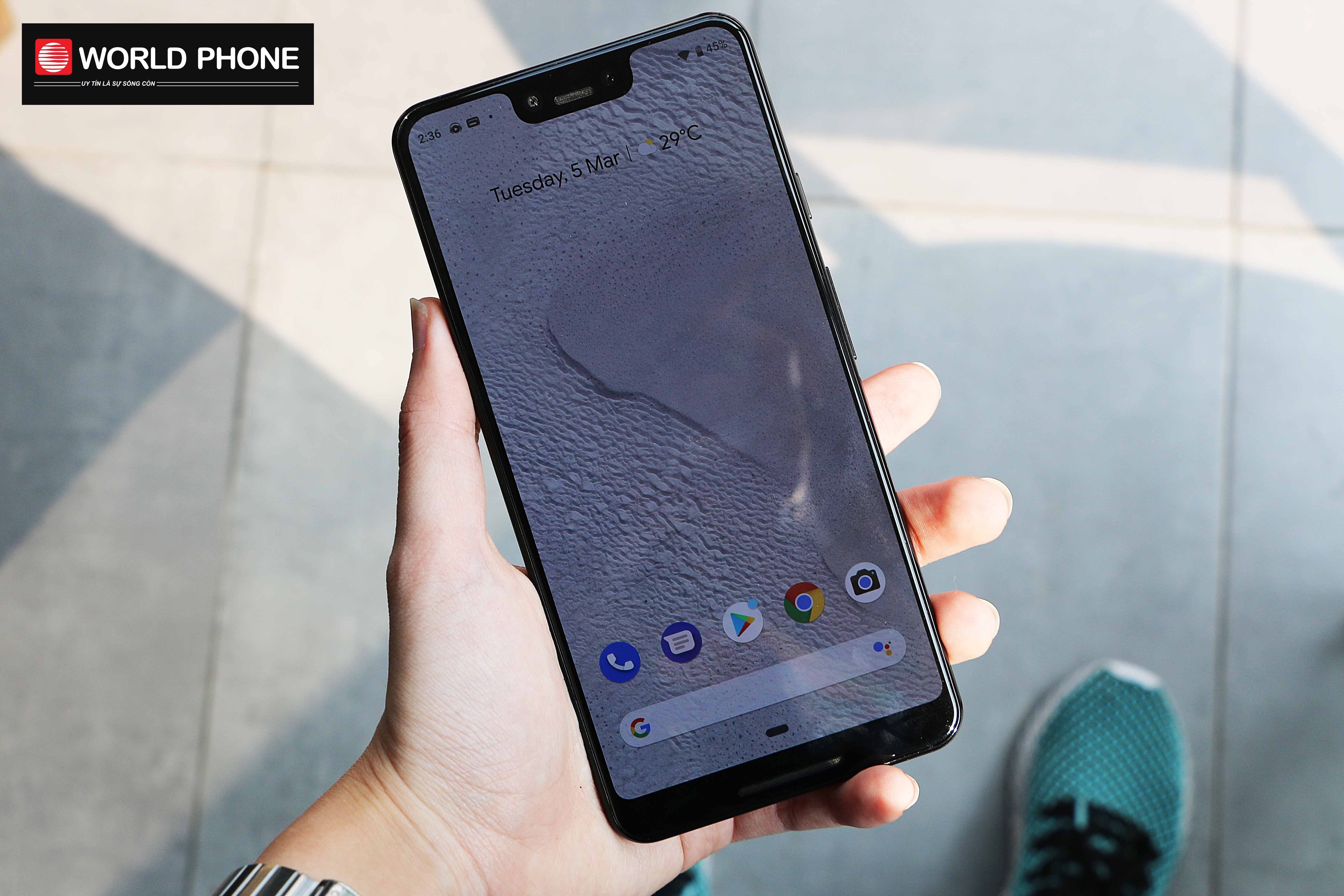 Các tín đồ công nghệ không khỏi xuýt xoa khi cầm trên tay chiếc điện thoại Google Pixel 3 XL có thiết kế ấn tượng với 2 mặt kính cao cấp.
