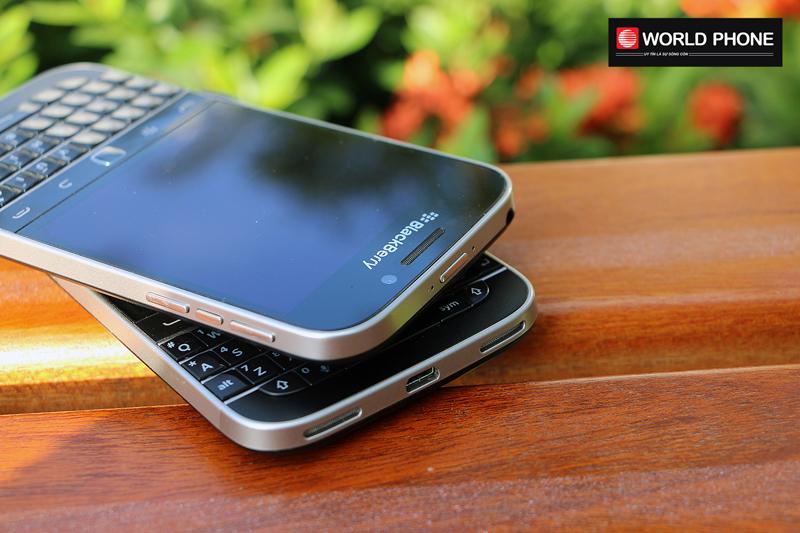 Phím nguồn của Blackberry Classic (Q20) tích hợp trên đỉnh máy