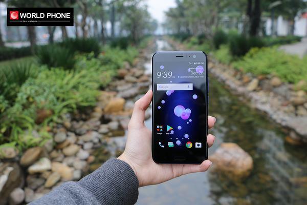 Cận cảnh màn hình của HTC U11