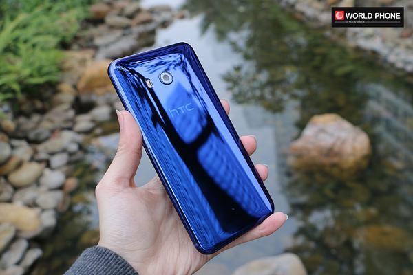 Vẻ ngoài bóng bẩy quyến rũ của HTC U11