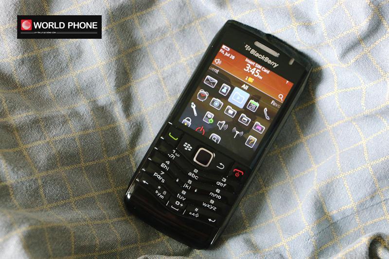 Thiết kế BB 9105 nhỏ gọn với bàn phím quen thuộc