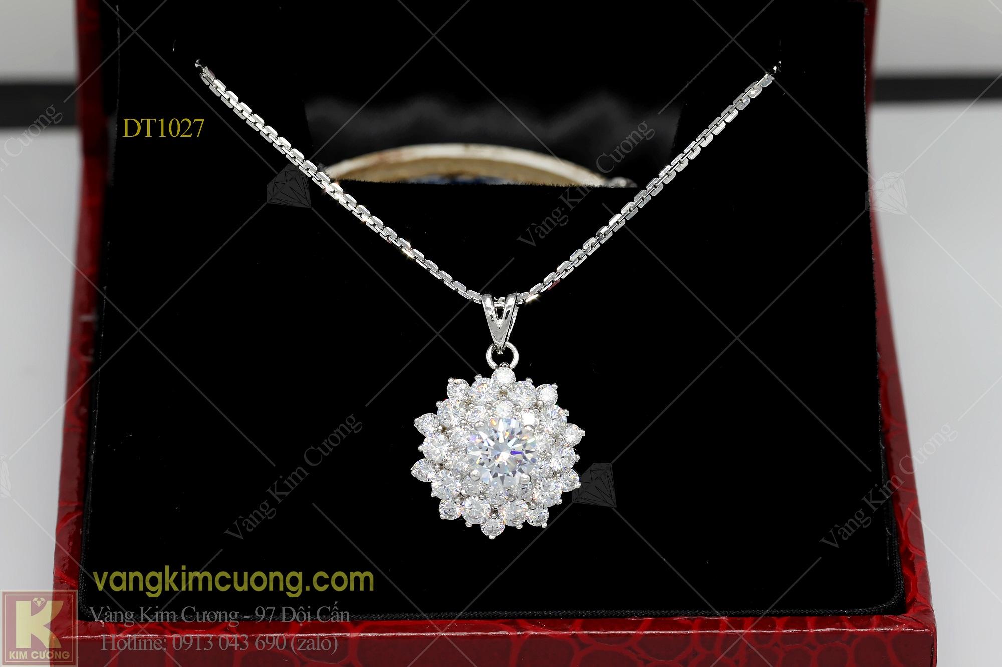 Vẻ đẹp tinh tế của trang sức vàng trắng làm nổi bật sự sang trọng của người dùng