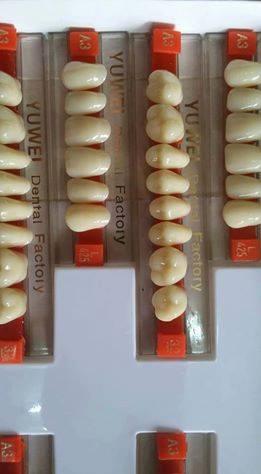 Răng nhựa yuwen giá 40 nghìn 1 vỉ 28 răng