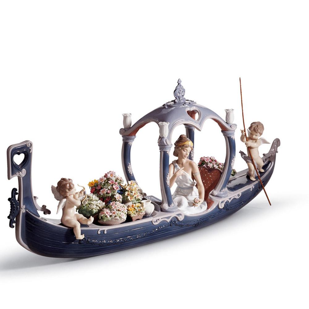 Tượng con thuyền tình yêu