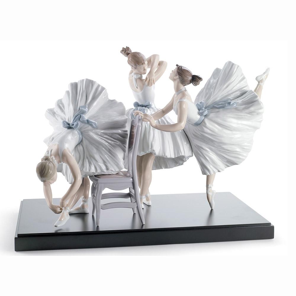 Tượng hậu đài Ballet