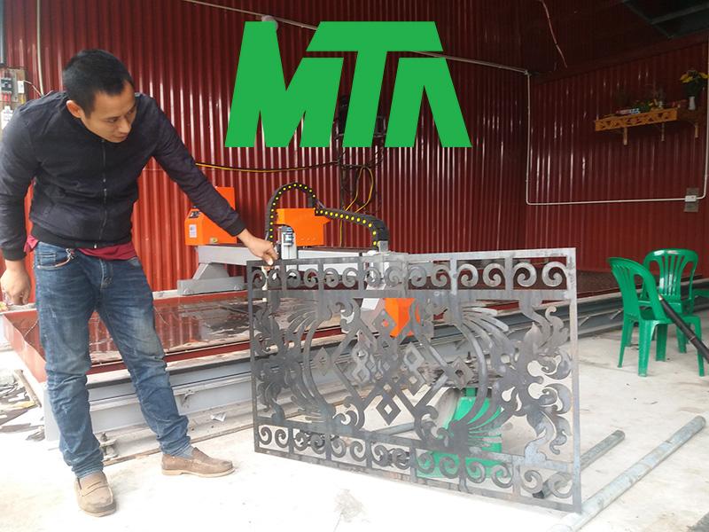 máy cắt hoa văn hàng rào sắt