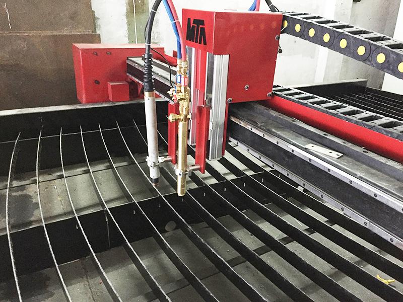 bàn cắt nước máy cắt cnc plasma