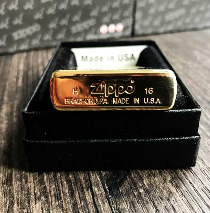 moc day Zippo Holding your hand