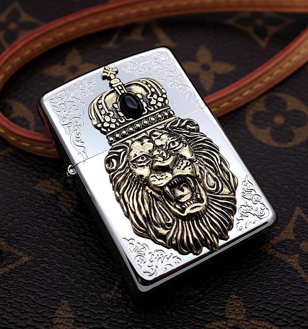 Zippo sư tử vương miệng hoàng gia