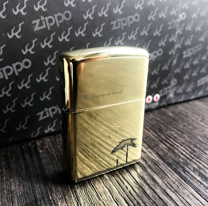 Zippo Holding your hand
