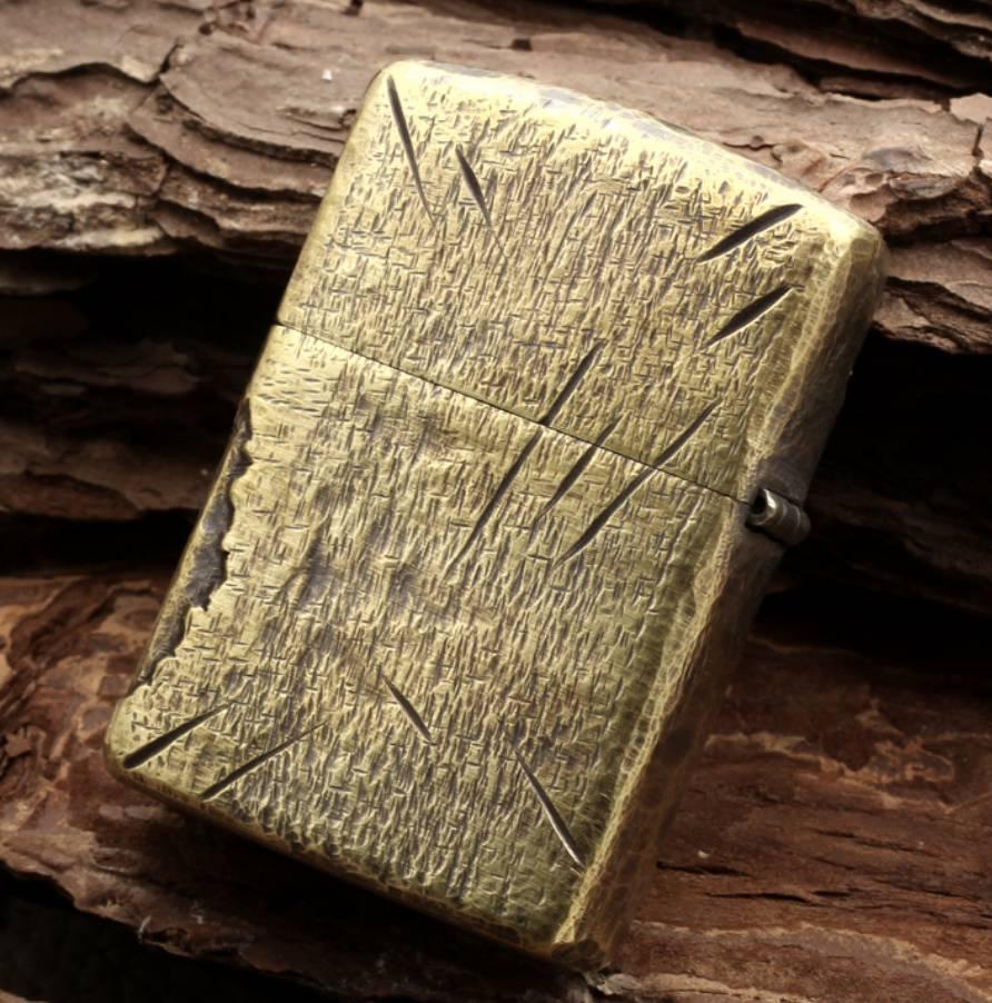 Zippo vết chém khoét sâu đồng khối dày xịn