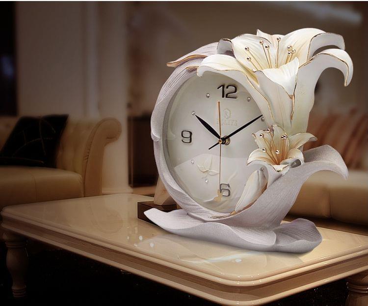 đồng hồ để bàn làm việc