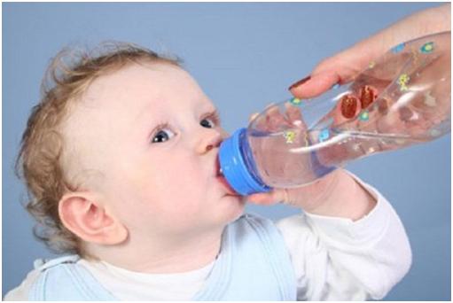 Kết quả hình ảnh cho Làm thế nào để trẻ uống nước đủ nhiều?