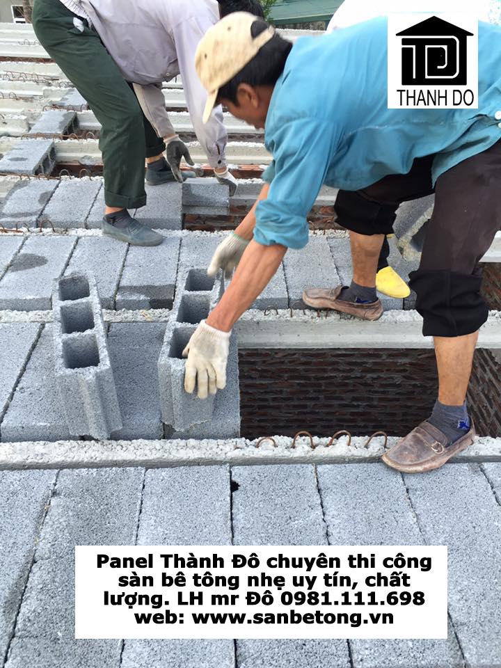 Lắp ghép gạch block bê tông nhẹ vào thanh dầm