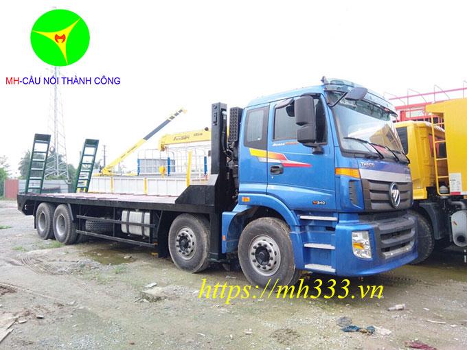 xe-nang-dau-cho-may-cong-trinh-4-chan-thaco-auman-c300b