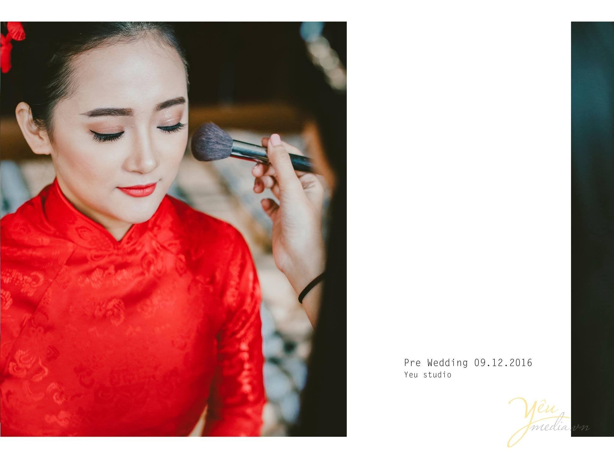 trang điểm cô dâu áo dài đỏ trước giờ đón dâu