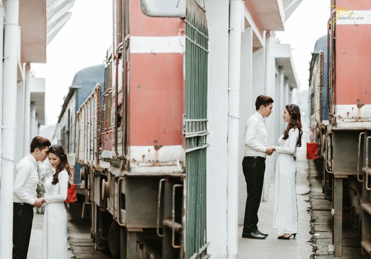 ánh cưới chụp tại ga tàu long biên cạnh tàu hỏa đang chạy