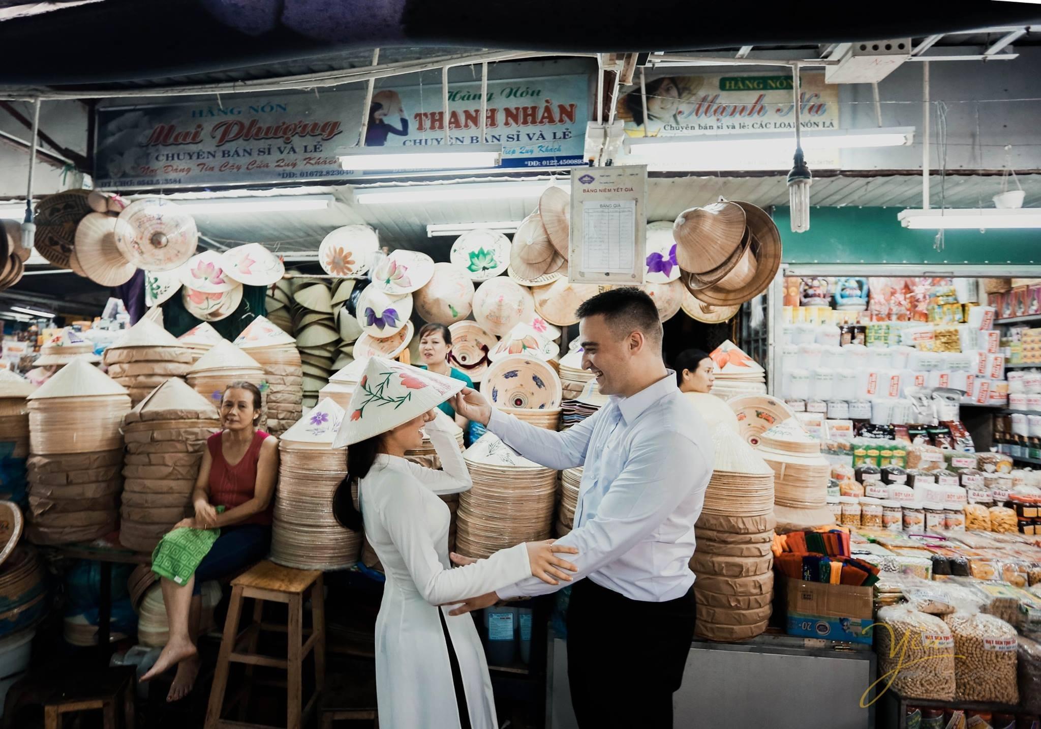 ảnh cưới cô dâu chú rể đội nón lá việt nam