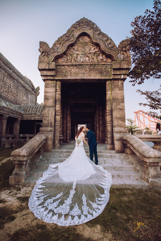ảnh cưới cô dâu mặc váy đuôi cá dài tại công viên asia park đà nẵng