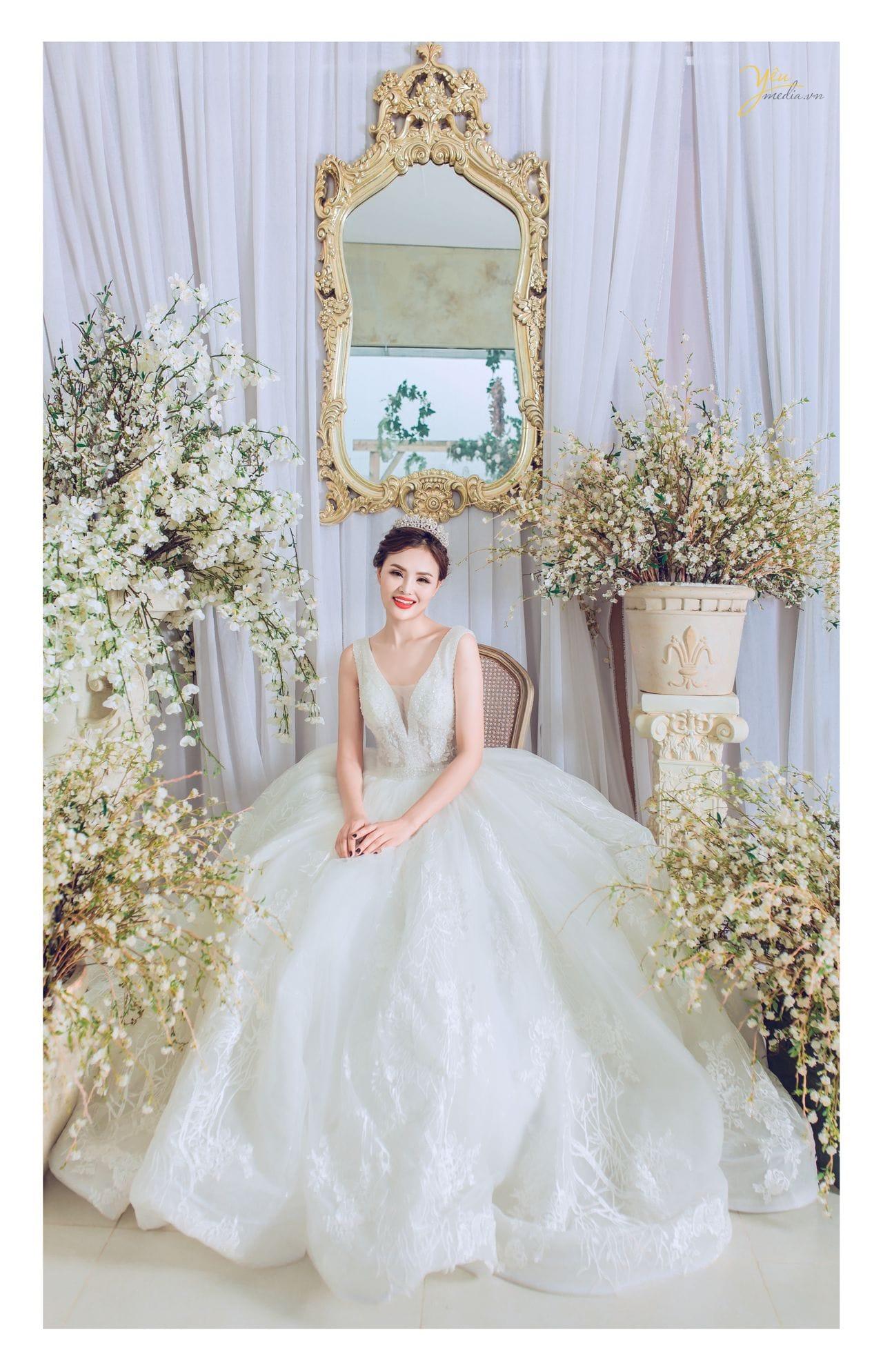 ảnh chụp cô dâu đơn ngồi như công chúa