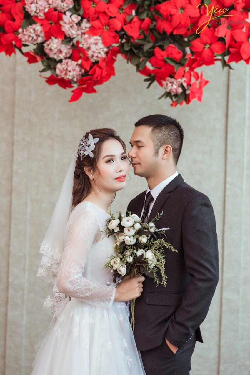 Phim trường Rosa Lê Trọng Tấn là một trong những địa chỉ chụp ảnh cưới Hà Nội được đông đảo giới trẻ về đây chụp hình cưới. Bởi nằm ở vị trí trung tâm quận Thanh Xuân, cách ngã tư đường Trường Chinh – Lê Trọng Tấn khu quân đội chỉ tầm 2km, thuận lợi cho các cặp đội khi tới đây.