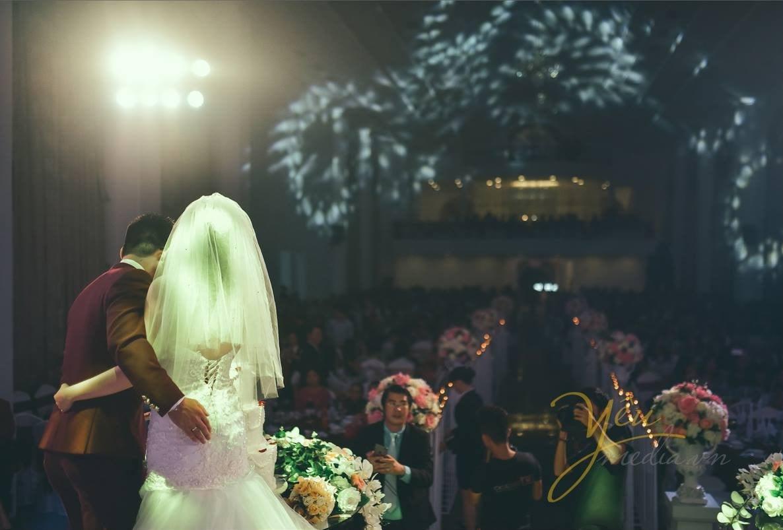 ảnh chụp khách mời trong lễ cưới