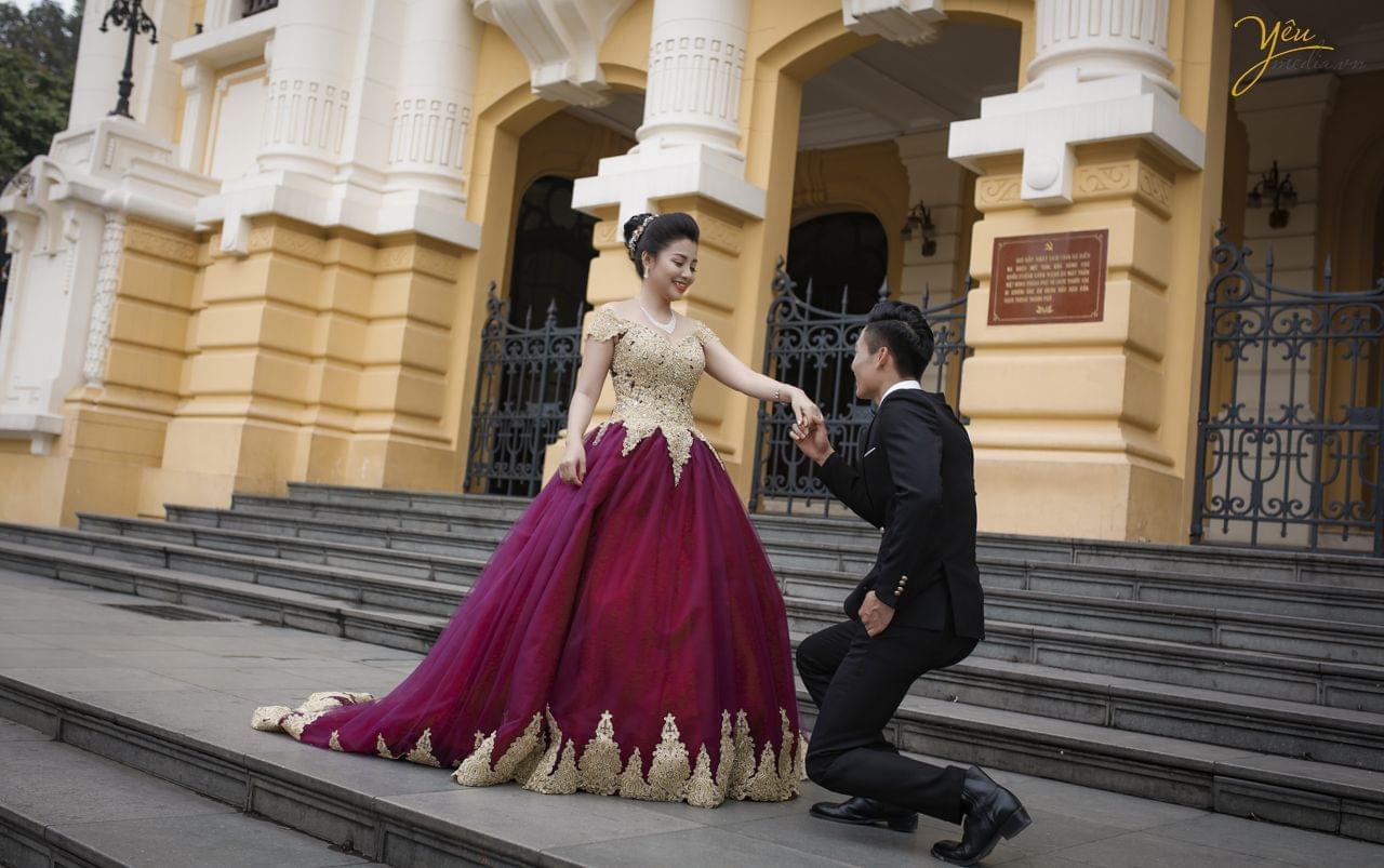 ảnh cưới phong cách dạ hội chụp tại sảnh nhà hát lớn hà nội