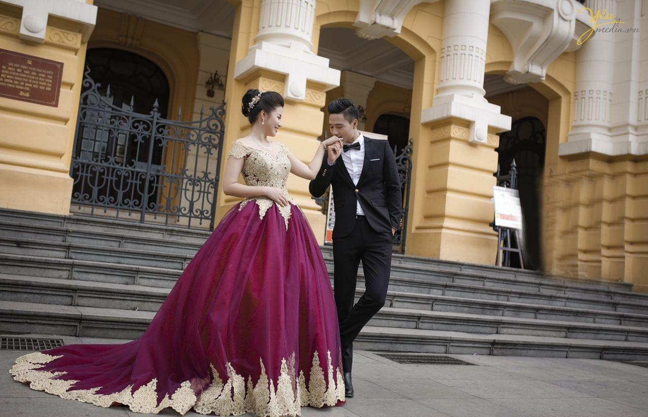 ảnh pre wedding chụp phong cách dạ hội tại sảnh nhà hát lớn