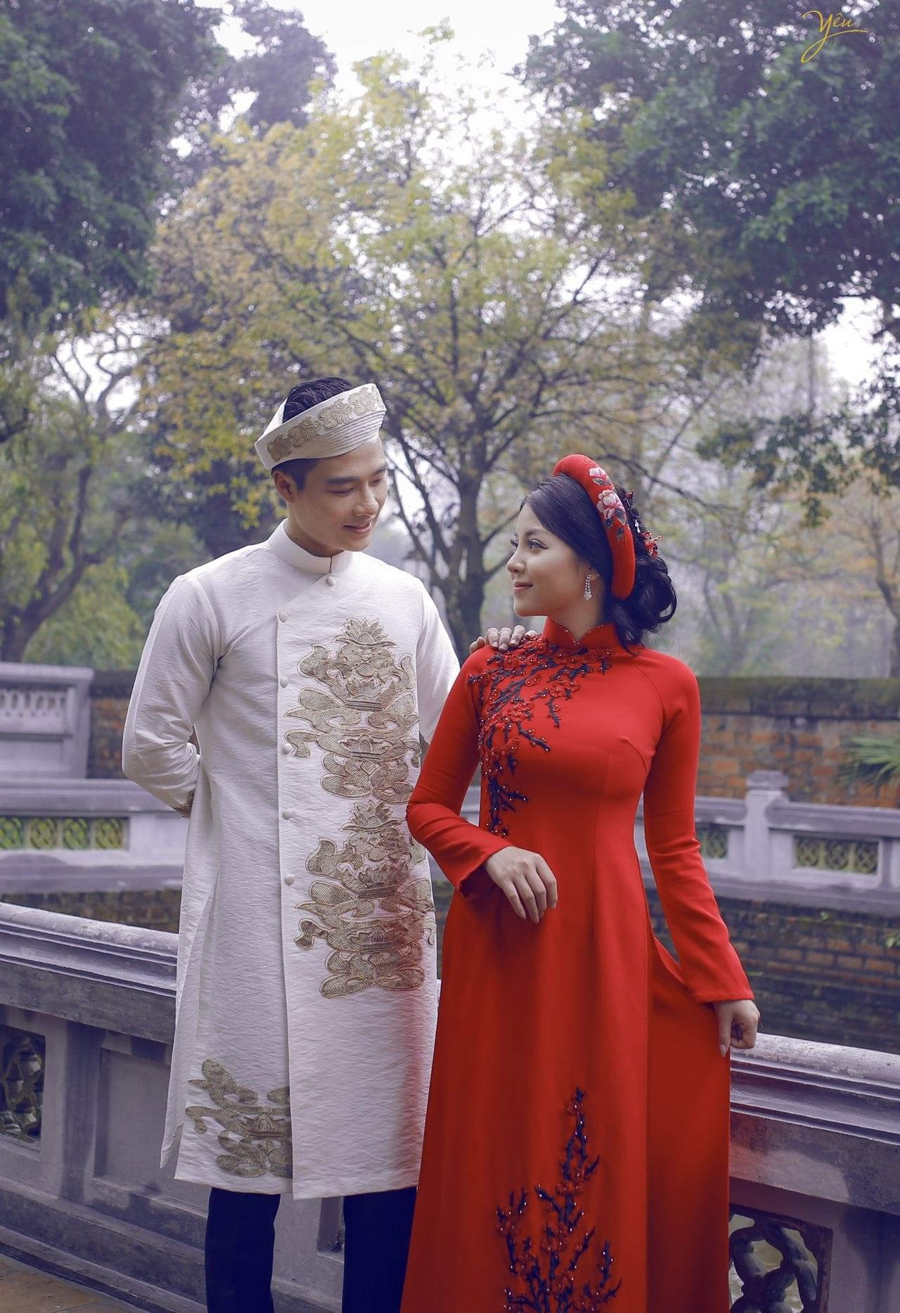 ảnh chụp cưới áo dài truyền thống khăn xếp tại văn miếu