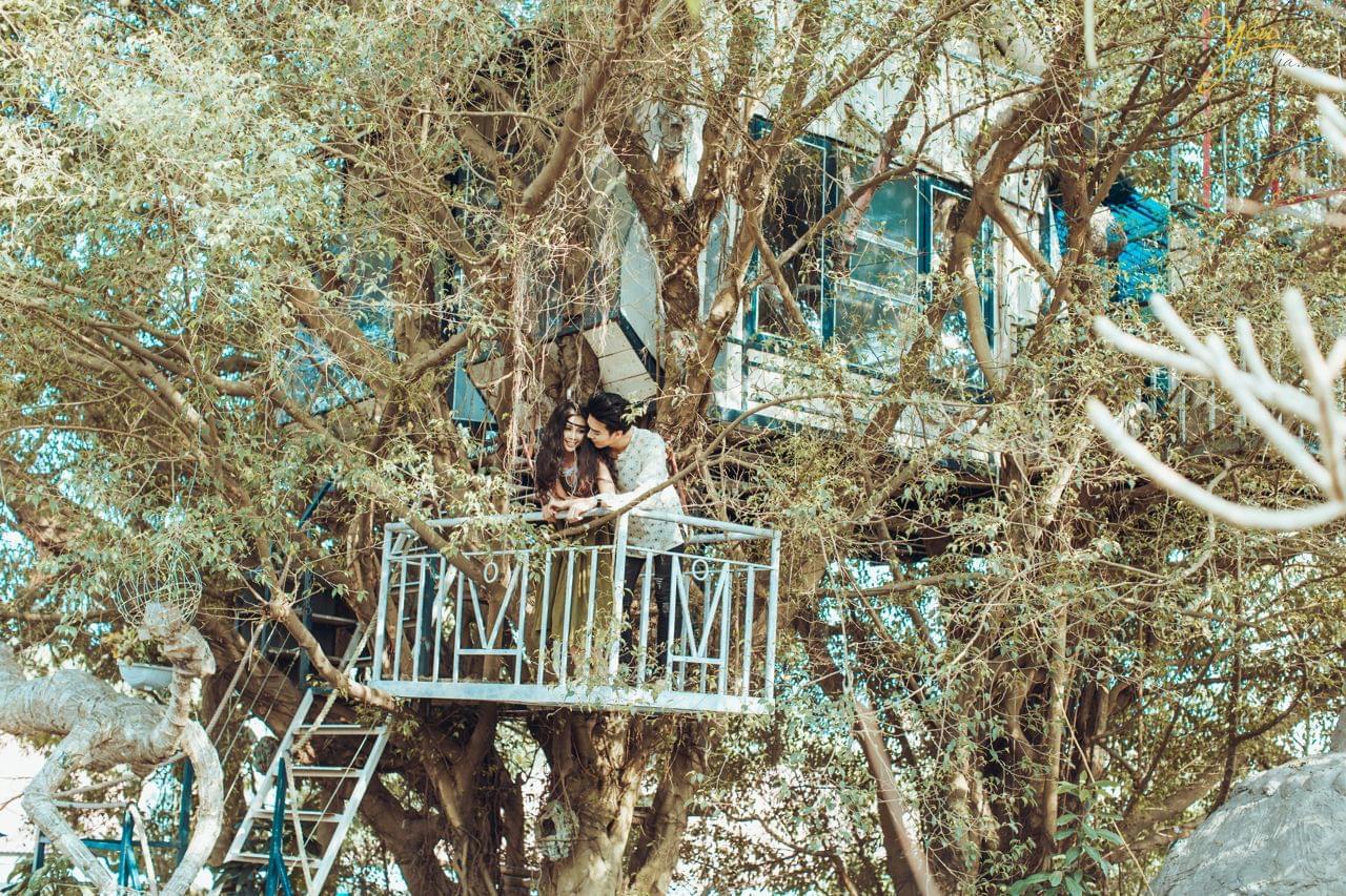 ảnh cưới phong cách bohemian chụp nhà trên cây