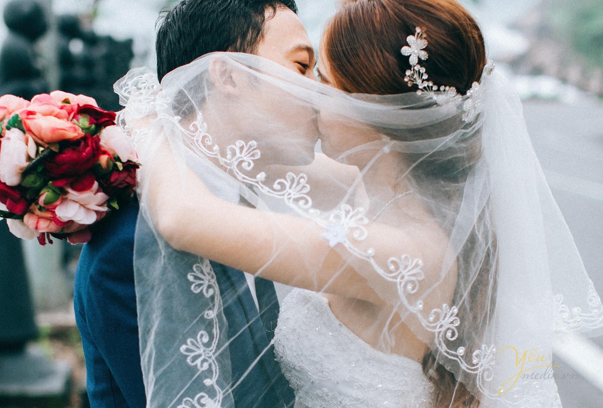 cùng trao nhau nụ hôn ngọt ngào