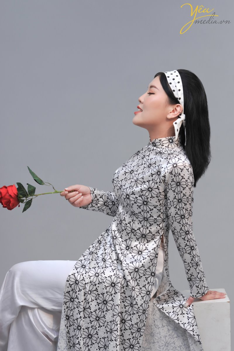 take photography studio in hanoi viet nam with traditional dress