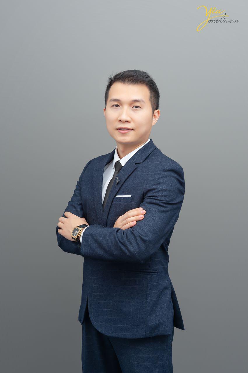 Chụp ảnh doanh nhân phong cách sang trọng, đẳng cấp ở Hà Nội