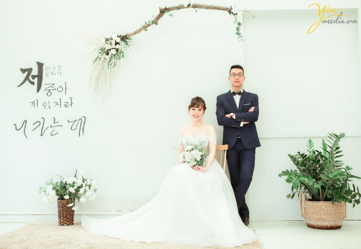 Chụp ảnh cưới album trọn gói nhiều quà tặng tại thảo nguyên hoa