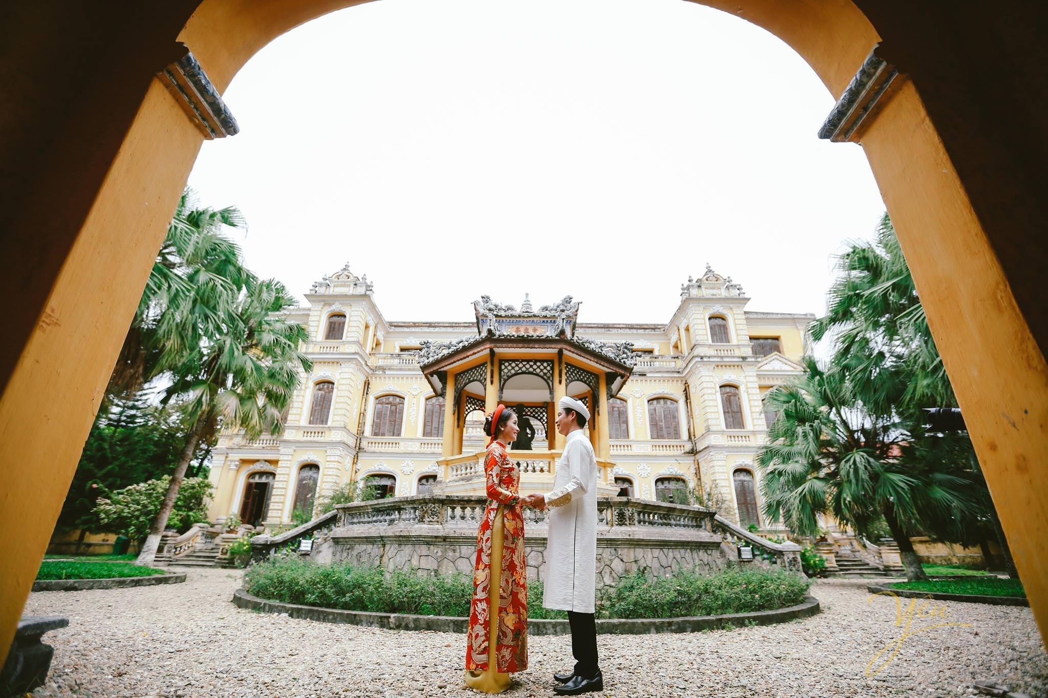 chụp ảnh cưới áo dài cổ truyền tại cung an định huế