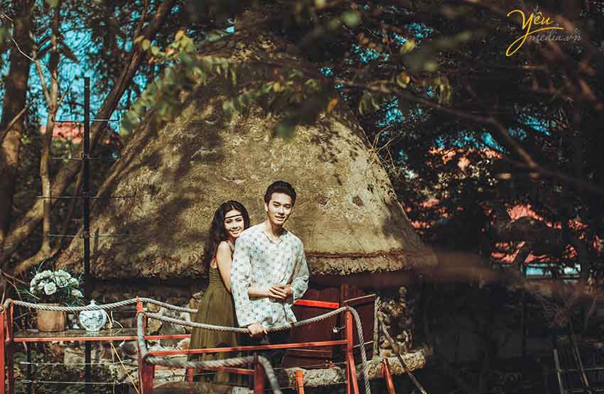 ảnh cưới phong cách bohemian tại nhà trên cây