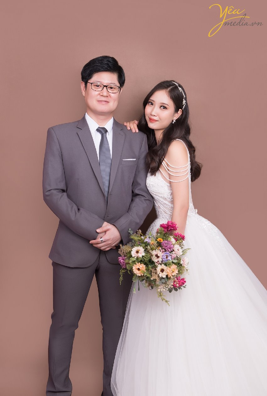 korean people take photo wedding pre in hanoi studio