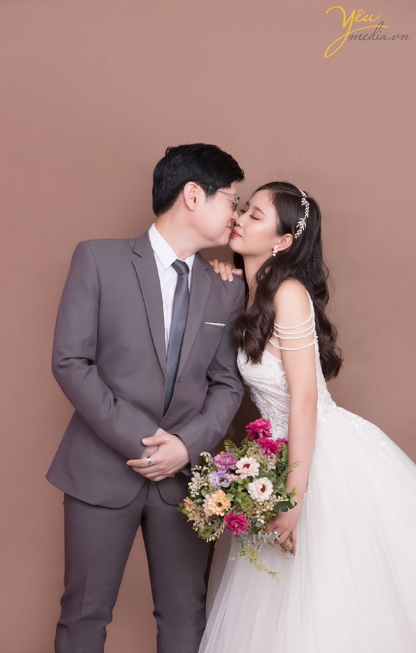 korean people take picture in hanoi vietnam studio wedding