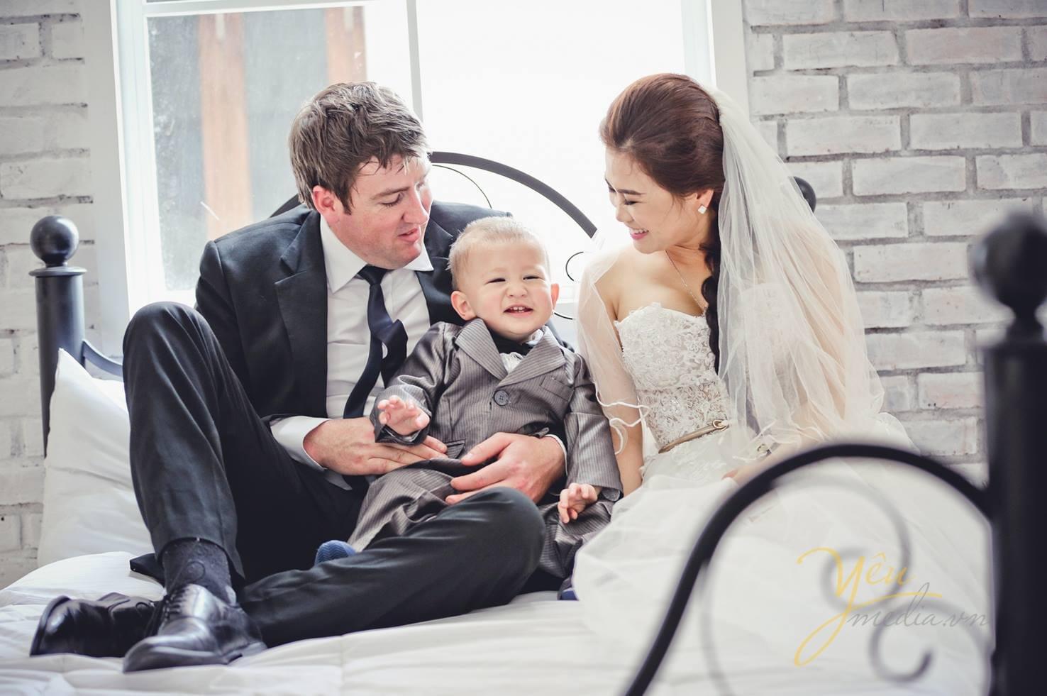 chụp ảnh gia đình, ảnh kỷ niệm cưới trang phục vest