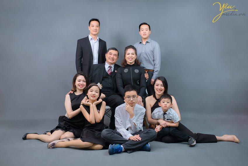 Để Ảnh viện Yêu mediacó thể sắp xếp thợ chụp ảnh tốt nhất chụp cho gia đình mình, quý khách vui lòng liên hệ Hotline: 0928975888 để được tư vấn chu đáo và hẹn lịch chụp ảnh càng sớm càng tốt nhé!