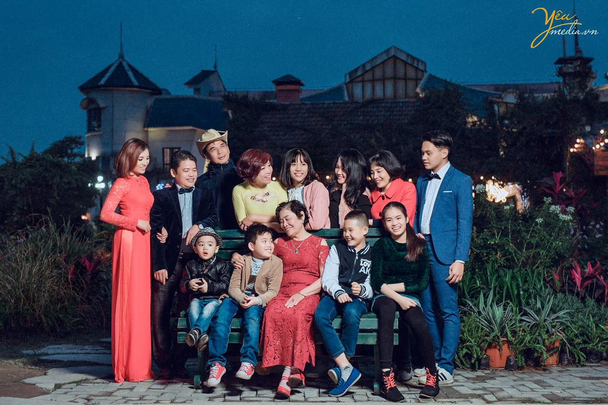 chụp ảnh gia đình tại Smiley Ville