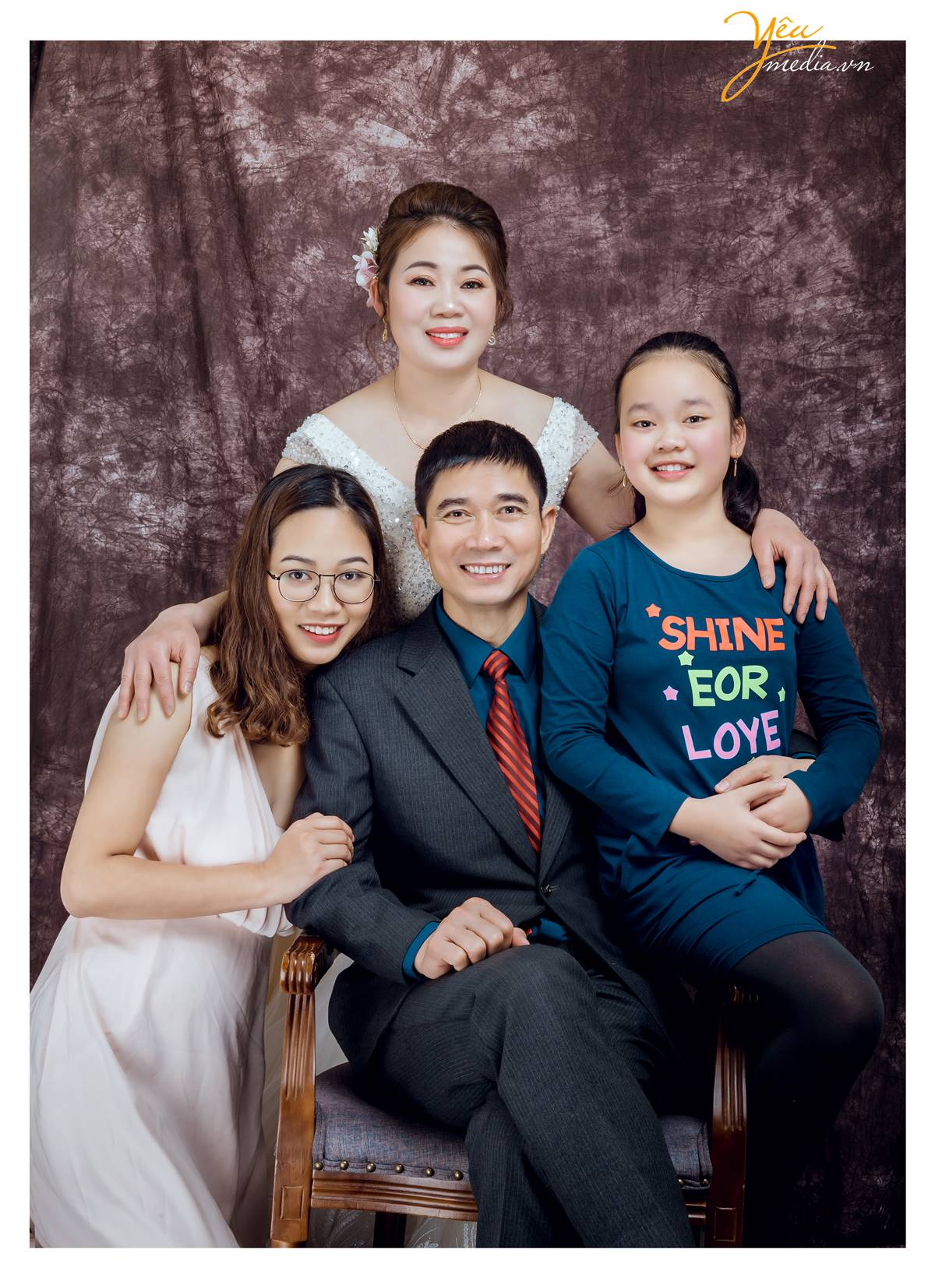 chụp ảnh gia đình tại studio