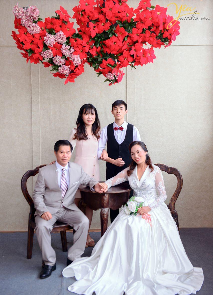 Chụp ảnh gia đình ngày tết là một trong những việc làm ý nghĩa, và được các gia đình chú trọng. Những ngày trước tết, mọi thành viên có nhiều thời gian ở bên gia đình nên việc thực hiện bộ ảnh gia đình rất dễ dàng.