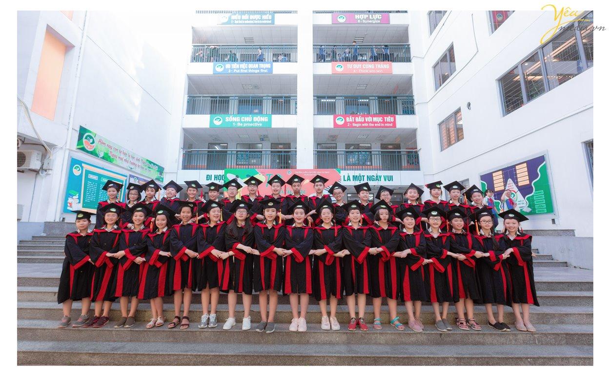 Chụp ảnh kỷ yếulà hoạt động hằng năm của các bạn học sinh cuối cấp, nhằm lưu giữ lại những khoảnh khắc, kỷ niệm đẹp của một thời học sinh. Yêu Mediastudio tạo nên những bức ảnh kỷ yếu đẹp độc lạ nhất dành cho các bạn học sinhhiện nay tại Hà Nội.