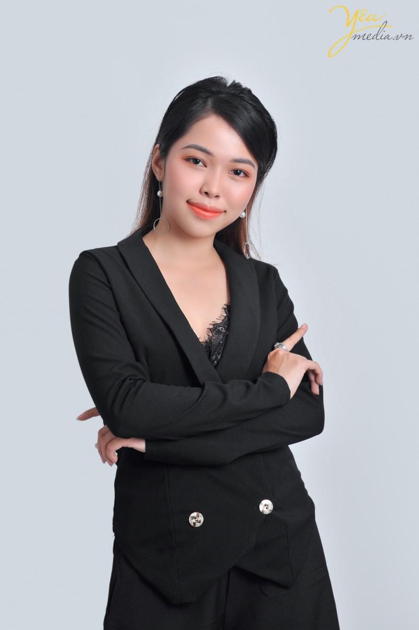 Ngày nay việc xây dựng hình ảnh cá nhân hay tập thể doanh nghiệp- công ty được để ý và quan tâm rất nhiều- tự hào là 1 trong số ít những đơn vị chuyên cung cấp các gói dịch vụ chụp hình brochure cá nhân- tập thể chuyên nghiệp nhất tại Việt Nam- Yêu Media tin rằng sẽ làm hài lòng tất cả các khách hàng đang có nhu cầu làm mới mình.